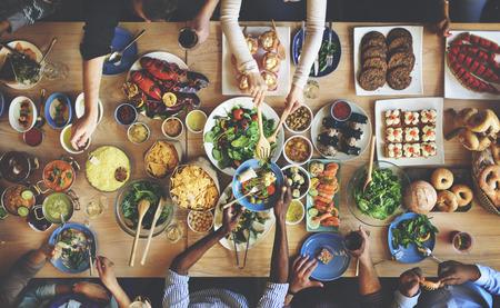 fiesta familiar: Almuerzo Choice Multitud Opciones culinarias Alimentación concepto de alimentación