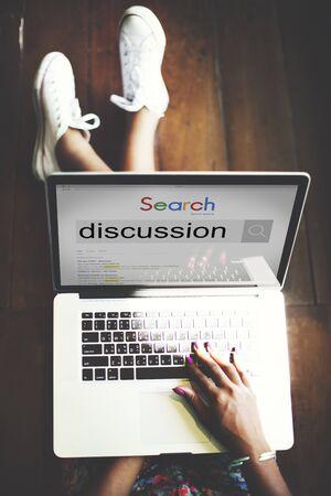 comunicar: Discusi�n Comunicar correspondencia Debate Concept Foto de archivo