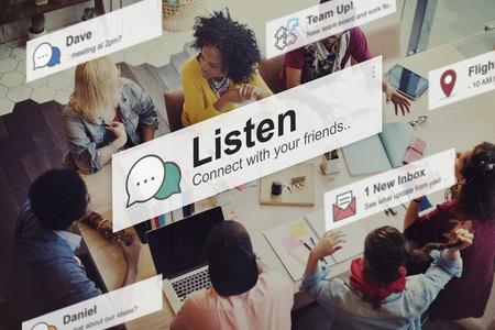 comunicación: Escuchar Escuchar Comunicación Concepto Ruido Foto de archivo