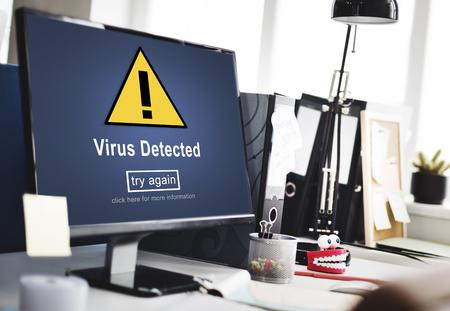 ウイルス検出された警告著作権侵害リスク シールド概念をハッキング