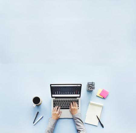 Ordinateur portable Bureau de travail de recherche Concept