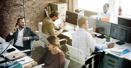 ビジネス人会議の議論で働くオフィス コンセプト 写真素材