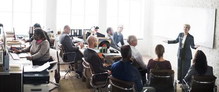 reunion de trabajo: La gente de negocios Reunión Conferencia intercambio de ideas concepto