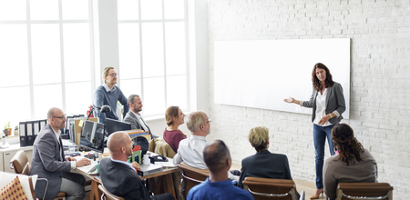 ビジネス人々 会議コンセプトをブレインストーミング