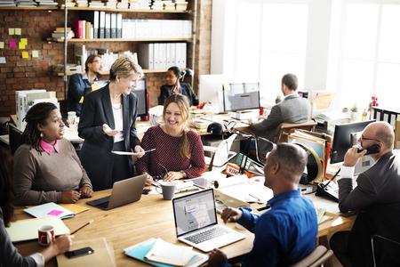 empleados trabajando: Las personas del asunto Concepto de trabajador de oficina Foto de archivo
