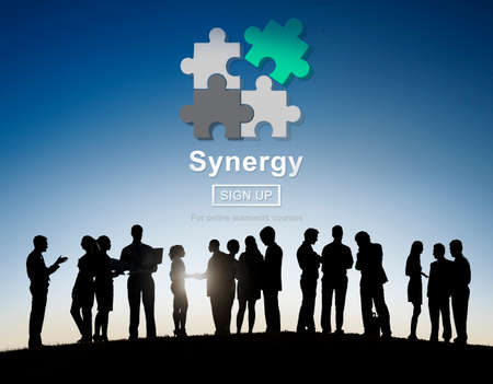 sinergia: La sinergia del trabajo en equipo concepto mejor colaboraci�n Juntos