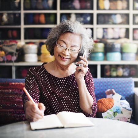 llamando: Mobility Calling Customer Support Order Concept