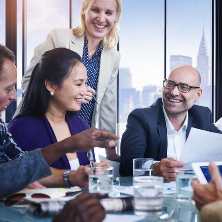 administracion de empresas: Conversación Los hombres de negocios de la comunicación Concepto de reuniones