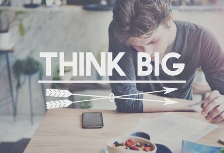 optimismo: Think Big optimismo positivo Concepto Idea Intención