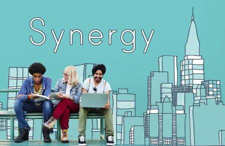sinergia: Interacci�n del Equipo de Synergy Concepto Organizaci�n de Cooperaci�n Foto de archivo