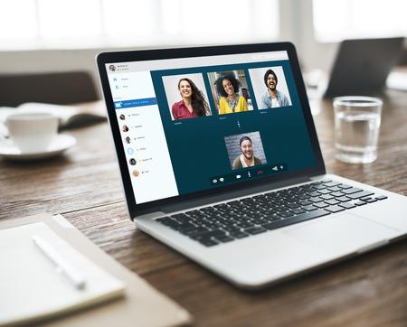 Grupa Przyjaciół Wideo czat Concept Connection