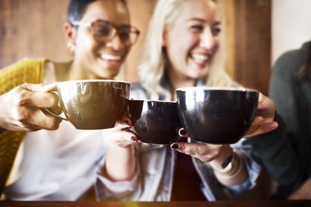 Encuentro de los amigos de la felicidad Cafetería Concept Foto de archivo
