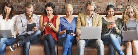 Verschiedenartigkeit Anschluss Digital Devices Browsing-Konzept