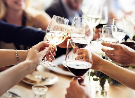 bebiendo vino: Concepto de éxito de la celebración de negocios Partido Popular