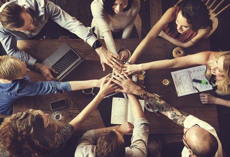 la union hace la fuerza: Concepto de las personas de la unidad de Amigos Asociaci�n de reuniones Foto de archivo