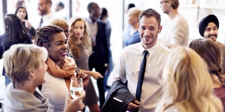 Diversity-Gruppe von Menschen treffen Party-Konzept