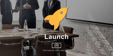 empezar: Inicio Launch Rocket Begin Icono de la nave Concept