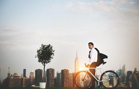 自転車通勤の生態環境保全の概念 写真素材
