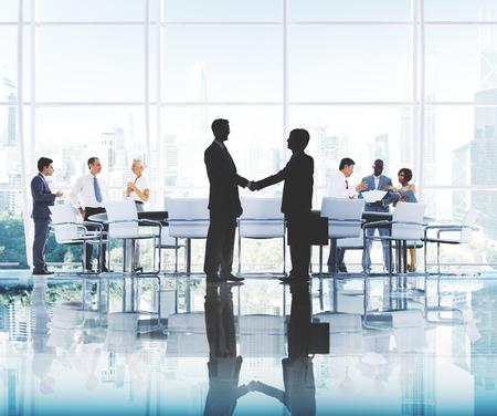 personas saludandose: Los hombres de negocios de Trabajo concepto corporativo de Trabajo