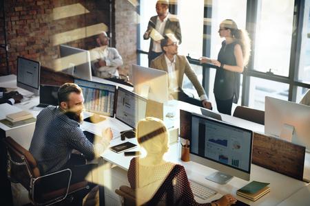 Business-Marketing-Team Diskussion Unternehmenskonzept Lizenzfreie Bilder