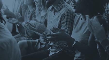 aplaudiendo: Audiencia Aplauda Aplaudir Happines Apreciaci�n Concepto de formaci�n Foto de archivo
