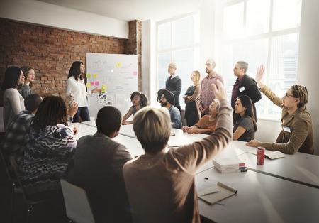 Spotkanie dyskusyjne Rozmowa dzielenie się pomysłami Concept Zdjęcie Seryjne