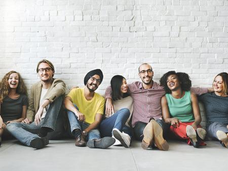 přátelé: Lidé rozmanitost přátelům přátelství štěstí Concept Reklamní fotografie