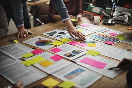 lluvia de ideas: Personas de diversos Brainstorm concepto de la reunión Foto de archivo