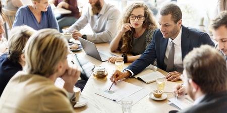 ビジネス チーム会議戦略マーケティング カフェのコンセプト