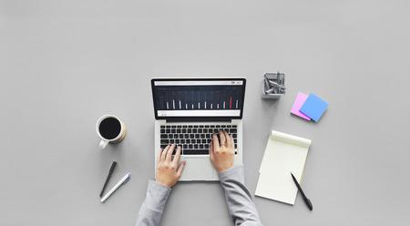 컴퓨터 노트북 연구 작업 데스크 개념