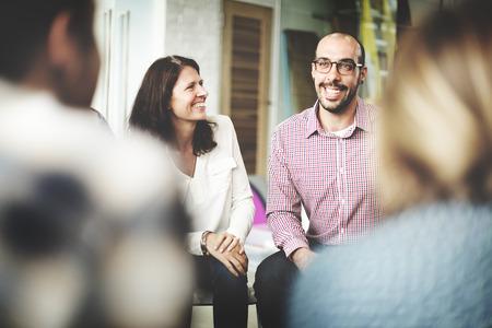 Разнообразие Люди Обсуждение Говоря Веселая Концепция
