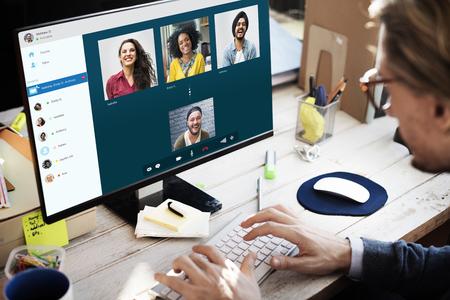 グループの友達のビデオ チャット接続概念