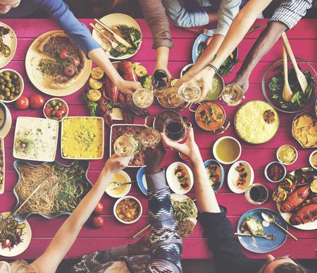 Freunde Glück genießen Dinning Essen Konzept Standard-Bild