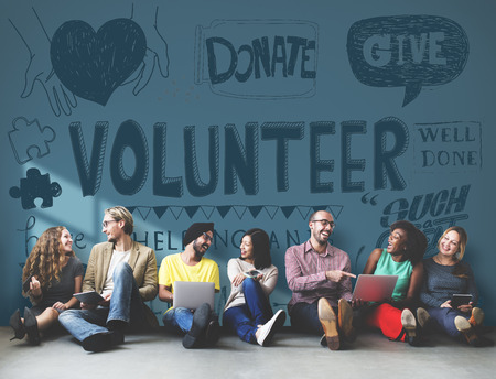 gente adulta: Voluntarios Caridad Helping Hands Dar Concept Foto de archivo