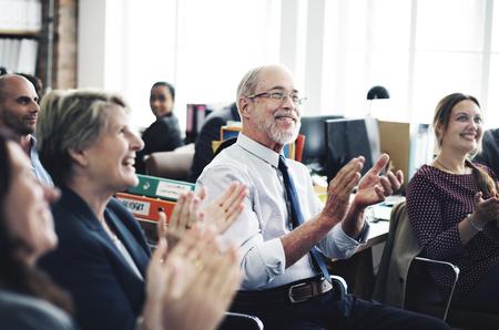 personas trabajando: Logro de negocios Reunión del Equipo Apploud Concept