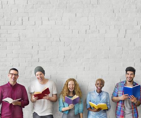 Studierende Jugend Erwachsene Lesen Bildung Wissen Konzept