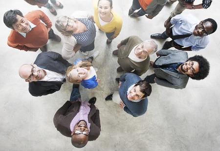 Verschiedene Leute Freundschaft Zusammenhalt Glücklichsein Luftaufnahme Konzept Standard-Bild