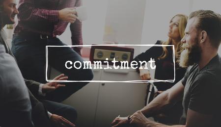 commitment: Compromiso Decisi�n Opci�n Cambio de direcci�n de conceptos Foto de archivo