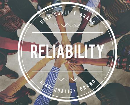 compromiso: exactitud, el compromiso, la confianza, la eficiencia, la honestidad, la integridad, calidad, fiabilidad, fiable, confíe, responsable, de confianza, de confianza, de confianza, palabra Foto de archivo