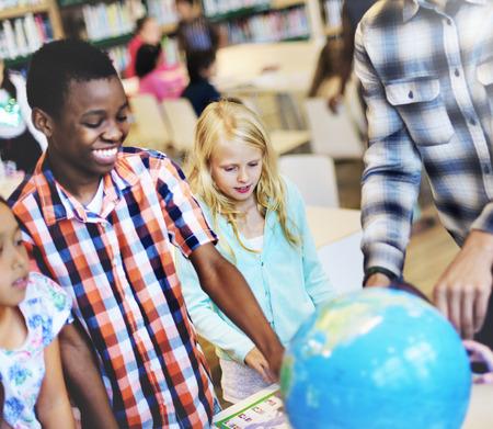 garcon africain: Etudiants Géographie Learning Concept Classroom Banque d'images