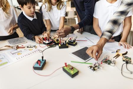 circuitos electronicos: Experimento electrónico Observación Concepto Estudio Física