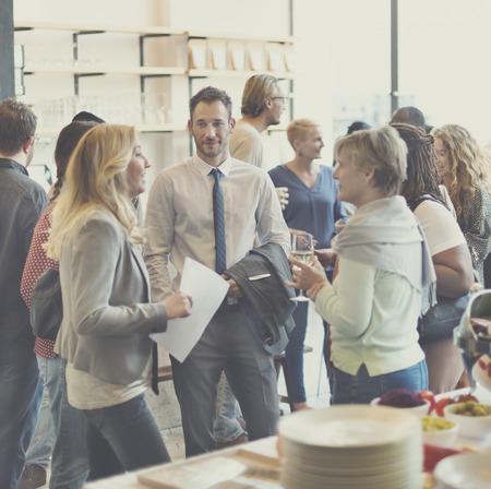 Diversity-Gruppe von Menschen treffen Party-Konzept Standard-Bild