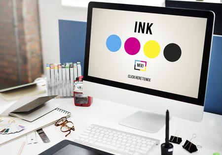 imprenta: Tintas CMYK Dise�o Creatividad Gr�ficos Foto de archivo