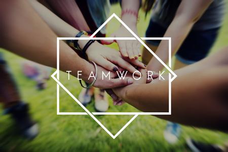 Teamwork Team Building Zusammenarbeit Beziehung Konzept Standard-Bild