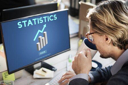 ESTADISTICAS: Crecimiento Diagrama de Análisis de las Estadísticas de datos profesionales Foto de archivo