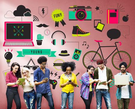 青年社会的なメディア技術ライフ スタイル コンセプト 写真素材