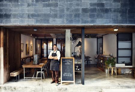 Conceito do serviço do proprietário do café da cafetaria