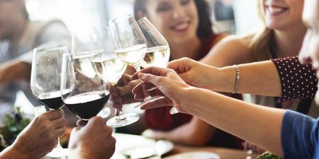 bebiendo vino: Meal Cafe Comer Colaboración de negocios del concepto del alimento Foto de archivo