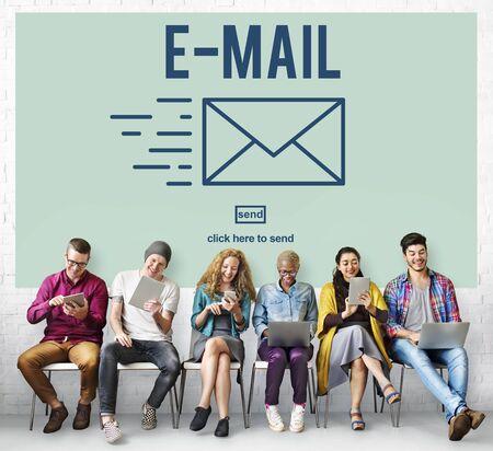 correspondence: Correspondencia por correo electr�nico envelpoe Mensaje Enviar Concept