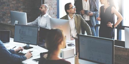 Bedrijfsmensen die Computer het Werk Concept gebruiken Stockfoto